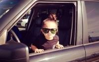 Семилетняя девочка, сев за руль, привезла больного отца в клинику