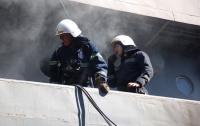 Спасатели ликвидировали пожар на военном корабле (видео)