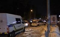 Были проблемы с психикой: В Киеве мужчина зарубил двух женщин и выбросился из окна
