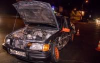 В Киеве пьяный водитель устроил аварию и уснул в машине полицейских
