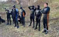 Пограничники задержали на Закарпатье восьмерых контрабандистов-подводников