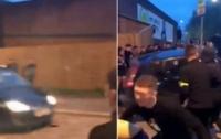 В Британии водитель авто трижды протаранил толпу