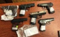 Одесский полицейский продавал оружие из вещдоков