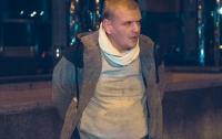 Патрульный применил спецсредства: в Киеве водитель Uber зажал руку полицейского стеклом (видео)