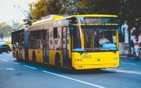 Из-за прорыва трубы в Киеве изменилась работа троллейбусов