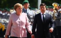 Меркель дрожала при встрече с Зеленским