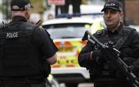 В Лондоне вооруженный отверткой мужчина напал на полицейских