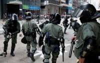 Демонстранты в Гонконге обстреляли полицию из луков
