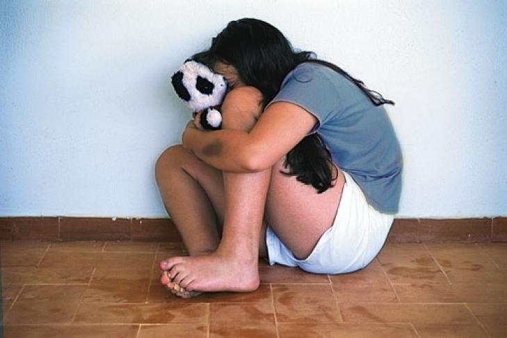 В России 15 кавказцев насиловали школьницу, а затем привязывали к собачьей