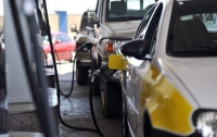 Топливо на АЗС начало дешеветь