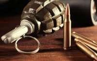На территории двух приграничных областей обнаружены тайники с оружием