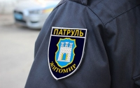 В Житомире пьяный водитель протянул за авто патрульного и сбежал (видео)