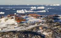 Более 40 ученых застряли в Антарктиде из-за аварии ледокола