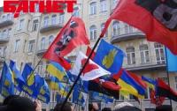 На Львовщине националисты пытаются уволить мэра за красный флаг