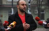 Главный одесский борец с коррупцией «отрывается» в ночном клубе с двумя девушками (ФОТО)