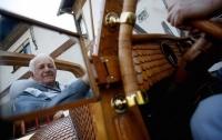 Пенсионер из Боснии создал деревянный автомобиль с чешуей