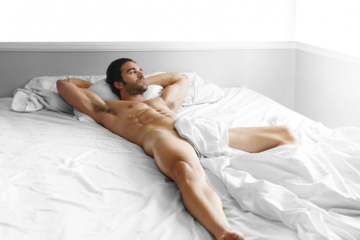 можно мужчине спать голым