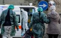 Коронавирус в Черновцах: жену пациента забрали в обсервацию из-за протестов