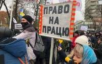 Протестующие попытались прорваться к депутатам (видео)