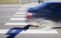 Водитель сбил женщину с детьми на пешеходном переходе