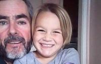 Новозеландец и его дочь выжили после месяца в открытом море на разбитой яхте