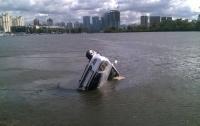 В Киеве мужчина утонул в своем автомобиле