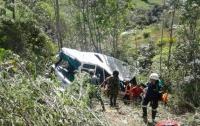 В Колумбии пассажирский автобус упал в пропасть