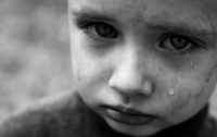 В Харьковской области мемориальная плита раздавила ребенка на глазах матери