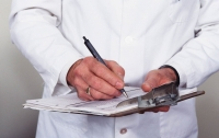 Тракторист, выдавая себя за врача, заработал $500 тысяч