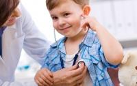 Американка заставила врачей сделать здоровому сыну 13 операций