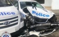 В Австралии водитель с наркотиками на 140 млн долл. протаранил авто полиции