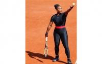 Необычный костюм Серены Уильямс помог ей выйти во второй круг Roland Garros