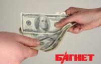 Украинцы продолжают избавляться от валюты