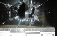 Дебош в Днепре: окна облгосадминистрации разгромили молотком