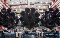 Илон Маск показал фото сверхтяжелой ракеты Falcon Heavy