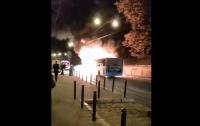 В центре Львова загорелся автобус с пассажирами (видео)