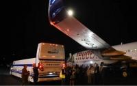 Самолет премьера Канады столкнулся с автобусом в аэропорту