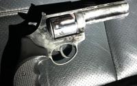 Киевлянин, возвращаясь домой, прихватил с собой пистолет