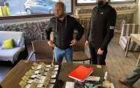 Сотрудник КГГА задержан на получении взятки в 2 тыс. долларов