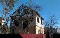 Недалеко от Киева сгорел двухэтажный дом: владелец травмирован