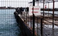 Целое ФСБ отлавливало в Крыму парочку рыбаков на набережной Ялты