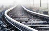 Водитель легковушки столкнулся с пассажирским поездом