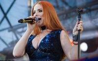Известная российская певица попала в базу Миротворца