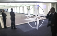 Маккейн предложил запретить Трампу выход из НАТО