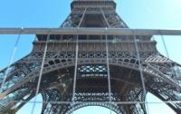 Вокруг Эйфелевой башни построят стену из пуленепробиваемого стекла