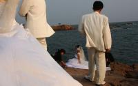 Мужчина сыграл фальшивую свадьбу ради подарков