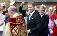 Принц Гарри пришел на свадьбу племянницы королевы без жены