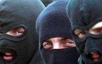 Люди в масках со стрельбой напали на мужчину в Киеве