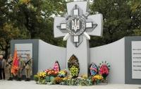 Под Днепром памятник погибшим воинам облили краской перед открытием