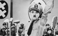 Полиция австрийского города ищет гуляющего по улицам двойника Гитлера